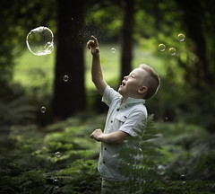 Ticho (liesbet_sanders) Tags: 2018 ticho bos fotoshoot forest wood green vern daytime outside boy child cute bubbles soap playing piercing portrait mood sweet happy