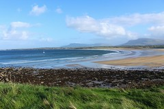 Mullaghmore Beach on a bright, fresh Autumn afternoon (flxnn) Tags: ireland countryside landscape landschaft outdoors travel tourism beach atlantic ocean view amateur autumn beauty color colour coast colours clouds europe sand paysages sea bay water sky