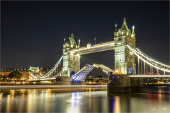 Open Sesame! (Sue Sayer) Tags: tower bridge london town thames dark evening dusk le contrails lights history
