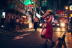 The Violinist. Hong Kong, 2018 (MKhaustova) Tags: hongkong asia street streetphotography music musician night traffic city