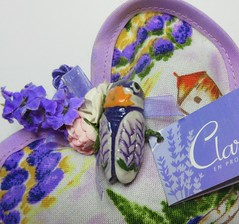 MM 8 October 2018: Lavender (jefalump) Tags: macromondays remedy lavender sachet ceramic cicada macro claraenprovence souvenir