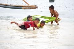 splash (Collin Key) Tags: togianislands sulawesi water beach malenge indonesia children playing tojounauna sulawesitengah indonesien id