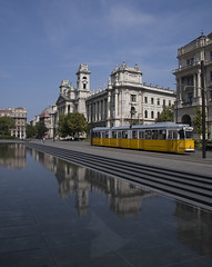 Budapest -tram (Silvio Spaventa - Spav'68) Tags: ungheria hungary budapest tram city acqua water reflecion riflesso edificio cielo sky building nikon d90 spav68