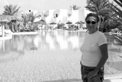 Djerba_21 (ancasta1901) Tags: lia portrait ritratto djerba tunisia piscina acqua wasser water biancoenero monocromo monocromaticoblackandwhite donna woman moglie wife persona people luce ombra light licht esterno outdoor vacanza vacation