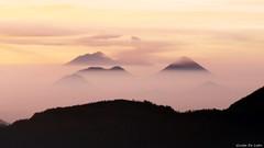 Volcanes al amanecer (Guido De León) Tags: volcanesdeguatemala guatemala guatemalaimpresionante guatedepostal