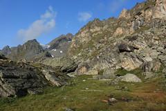 la lune est là... (bulbocode909) Tags: valais suisse valdesdix montagnes nature paysages lune nuages rochers vert bleu étangs névés groupenuagesetciel