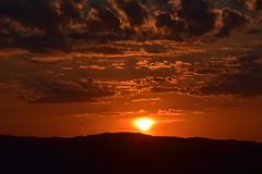 DSC_1198 (griecocathy) Tags: paysage coucher soleil nuage montagne saumoné orange jaune gris crème noir sombre lumineux