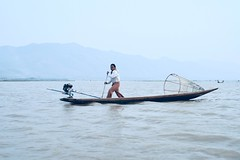 Inle lake (*Kicki*) Tags: inlelake burma myanmar man boat longboat lake inle sky person people oar water motor mountain haze fisherman shanstate basket 50mm inlay inlaylake