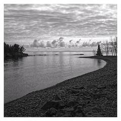 CurvyBeach (brnpttmn) Tags: blackandwhite square splitrocklighthousestatepark minnesota northshore lakesuperior sonya7 sonyzeisssonnart35mmf28za