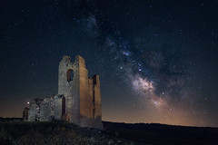 Javy Nájera Fotografía (Javy Nájera) Tags: baigorri españa javynájera navarra estrellas largaexposición noche nocturna primavera ruinas víaláctea