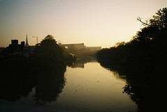 Morning Avon, October (knautia) Tags: gaolferrybridge riveravon bristol england uk october 2018 film ishootfilm olympus xa2 olympusxa2 kodak kodacolor 200iso nxa2roll83 commute commuting river avon bridge footbridge mist misty