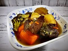 Merci, C'était très bon. (Human-Faced Bun & Honey Pudding) Tags: food foodporn meal homemade pot au feu beef meat carrot potato veg broccoli corelle