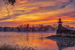 Magdeburg – Sonnenaufgang (appeldorn99) Tags: magdeburg sachsenanhalt deutschland deu hdr sonnenaufgang elbe leuchtturm handelshafen molenfeuer
