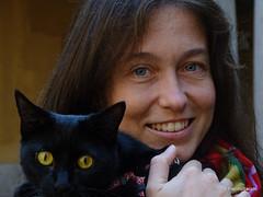 OA145200 DSC07958 (pierino sacchi) Tags: cortile gatto moka nero statue unipv