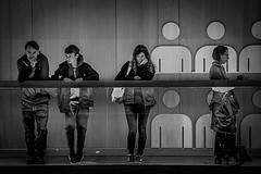 Ici et ailleurs (Solène.CB) Tags: ici here ailleurs elsewhere ensemble together séparés apart distance solitude bw nb solènecb canoneos70d museum musée designmuseum london londres