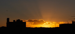Sunset 28 Oct 2018 (Sculptor Lil) Tags: atmosphericoptics sunset crepuscularrays london canon700d clouds