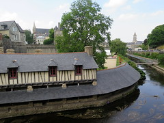 The old wash houses of Vannes (Morbihan) (Sokleine) Tags: lavoirs washhouses river rivière historic heritage citycentre marle 19thcentury maisonsàcolombages colombages fachwerkhaus curve courbe vannes 56000 morbihan bretagne brittany breiz france frenchheritage
