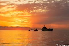 Amanece que no es poco (josmanmelilla) Tags: melilla mar amaneceres amanecer sony sol pwmelilla pwdmelilla flickphotowalk pwdemelilla agua nubes