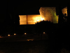 Alhambra - Het Alcazaba paleis nu het compleet donker is - The Alcazaba Palace while it's completely dark (JaapPostma) Tags: nasrid palace alcazaba carlos v openlucht theater openair myrtle patio court lions leeuwen fontein fountain granada alhambra