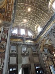 Il vaticano - Roma (Eduardo Spagnolo) Tags: roma vaticano papa pace colomba stemma papale luce sanpietro