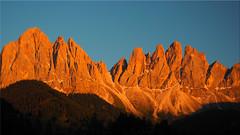 Alpenglow of the Geissler peaks in South Tyrol (Ostseetroll) Tags: geo:lat=4664460909 geo:lon=1171938478 geotagged ita italien stmagdalena trentinoaltoadige villnösstal alpenglühen gruppo delle odle southtyrol altoadige dolomiten dolomiti dolomites alpen alps olympus em5markii highres