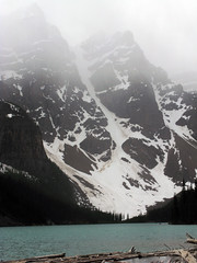 Banff NP, Moraine Lake (januszsl) Tags: snow schnee neige snieg ice eis glace lod glacier gletscher lodowiec lake jezioro see lac lago water woda wasser eau agua acqua goryskaliste rockymountains canadianrockies montagnesrocheuses mountain mountains gora berg montagne montaña montagna rocheusescanadiennes america ameryka amérique canada kanada alberta banff national park narodowy banffnationalpark