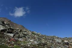 un petit nuage de passage... (bulbocode909) Tags: valais suisse valdesdix montagnes nature nuages paysages rochers vert bleu groupenuagesetciel