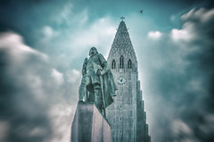 Hallgrimskirkja (marionrosengarten) Tags: iceland reykjavik island landmark emblem wahrzeichen statue kirche church monument aeb autoexposurebracketing belichtungsreihe hdr nikon lightroom nikcollection analogeffexpro2 leiferiksson clouds bluesky skyofblue hallgrimskirkja
