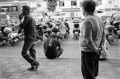 (飞鸿留影) Tags: leica leicam7 m7 film 35mmfilm rangefinder carlzeiss zm distagont2815 biogont2825 csonnart1550 leicasummilux35mmf14asph leicasummiluxm50mmf14asph summiluxm3514a summiluxm5014a m5014a m3514a summilux filmphotography china street snapshot streetshot documentary blackwhite blackandwhite bw architecture people portrait landscape cityscape wuxi positive