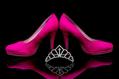 Wedding - high heels & crown (GOFOT) Tags: wedding crown weddingcrown sony sonyilce7m2 sonyfe2870mm schwarzerhintergrund schwarz black jewellery closeup spiegelung reflection reflexion marriage shoes highheels pink rosa