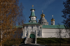 Elizabethan tower of New Jerusalem Monastery (Lyutik966) Tags: elizabethantower goal entrance stairs stage newjerusalemmonastery religion orthodoxy architecture wall russia istra nature tree dome temple church
