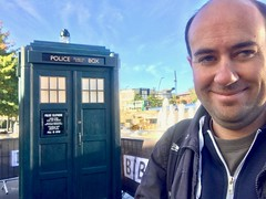 Doctor Who Series 11 Premiere - Sheffield, September 2018 (Dave_Johnson) Tags: doctorwho drwho bbc bbc1 tv television tvshow sciencefiction scifi fantasy premiere worldpremiere tardis policebox police prop sheffieldstation sheffieldmidlandstation midlandstation railwaystation station fountain sheffield yorkshire southyorkshire selfie