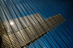 Une autre grille de lecture (fidgi) Tags: paris architecture ciel sky bleu blue sun soleil abstract abstrait dof diagonale bnf bibliothèquefrançoismitterrand lignes lines dominiqueperrault canon canoneos5dmk3 tamron
