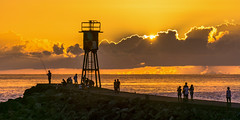 enjoying the sunset (rey perezoso) Tags: 2017 laréunion seascape saintpierre torre tower pier sunset cloud peopleinpublic people france réunion sun mascareneislands indianocean ocean mar meer backlight contraluz