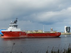 Standard Supplier arriving into Aberdeen Harbour, Sep 2018 (allanmaciver) Tags: standard supllier red white grey sea water operation marine centre greyhope road bay torry north east scotland allanmaciver