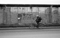 Berlin wall (Manuel Goncalves) Tags: berlin germany berlinwall rolleiretro400s nikonn90s analogue blackandwhite 35mmfilm epsonv500scanner bike road
