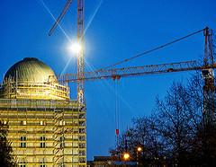 Baustelle Berliner Schloß (magritknapp) Tags: baustelleberlinerschlos lustgarten kran sonne baum himmel constructionsiteberlincastle pleasure garden crane sun tree sky