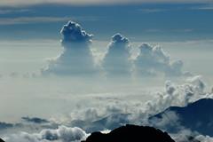 好喜歡看這種雲,中間的光也很美。