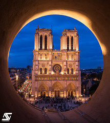 Oeil-de-bœuf (A.G. Photographe) Tags: anto antoxiii xiii ag agphotographe paris parisien parisian france french français europe capitale d850 nikon nikkor 2470 notredame oeildeboeuf bluehour heurebleue