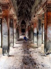 180726-089 Le corridor (clamato39) Tags: angkor angkorwat cambodge cambodia asia asie inside intérieur temple religieux religion historique historic history patrimoine ancient ancestrale voyage trip