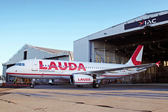 A320 OE-IHD LAUDAMOTION (shanairpic) Tags: jetairliner passengerjet a320 airbusa320 shannon laudamotion oeihd
