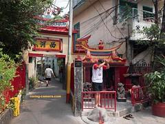 Small Shrine in Glodok (Chinatown), Jakarta (deemixx) Tags: shrine faith devotion prayer religion chineseculture glodok chinatown jakarta java indonesia