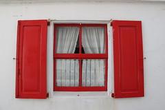 Visillos / Lace Curtain (jojablero) Tags: rojo blanco visillo lacecurtain sancibrao lugo mariñalucense galicia españa spain white red marzo march