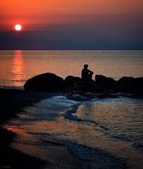 Due cose cambiano il nostro equilibrio, l'amore e il dolore. (lefotodiannae) Tags: atmosfera solitudine mare sole riflessioni riflessi dolore amore equilibrio lefotodiannae