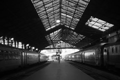 sans titre (hajime okutani) Tags: 2018 france leicamp summarit gare monochrome station train été