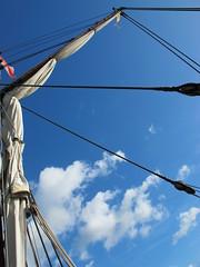 rigging 4.4 (Mattijsje) Tags: touwen tuig overtuiging hangen hangwerk tuigwerk klimtuig statenjacht de utrecht sails sailship mast mastwerk lucht wolken blauw weertje schip boot jacht yacht ship boat sailing zeilen zeilboot zeil katrollen katrol mooi lijnen lijn lines rigging