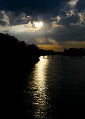 Matin parisien (Calinore) Tags: france paris city ville seine river fleuve silhouette reflet reflection light lumiere