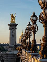 Faire face au soleil (Daniel_Hache) Tags: soleil pont paris sunrise bridge lever alexandreiii france fr
