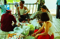 Songkram Celebrations. (ol'pete) Tags: chiangmai thailand family holdays songkran newyear leisure picnics cool water ประเทศไทย เมืองไทย สงกรานต์ แม่น้ำ river ครอบครัว เชียงใหม่ เมษายน april