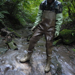 Chameau-oliv-Bach8956 (Kanalgummi) Tags: rubber waders chestwaders wathose gummihandschuhe gloves camo oilskins ölzeug sewer worker égoutier kanalarbeiter
